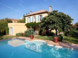 Villa Les Glycines, pet-friendly hotel in Saint-Tropez
