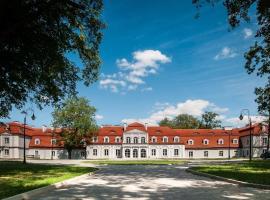 Pałac Domaniowski – hotel w pobliżu miejsca Radom-Sadkow Airport - RDO w mieście Wieniawa