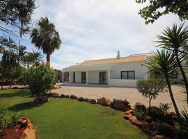 L&F House, hotel perto de Estação Ferroviária de Tunes, Algoz