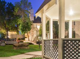 Cloverleaf Suites Overland Park, hotel in Overland Park