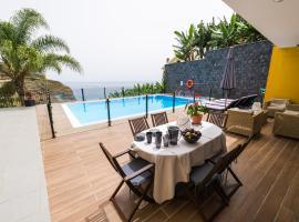 Atlantic Pearl Villa, hotel en Calheta