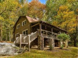 Eagle's Rest Lodge, hotel in Hendersonville
