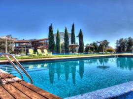 Villa Nazules Hípica Spa, pet-friendly hotel in Chueca