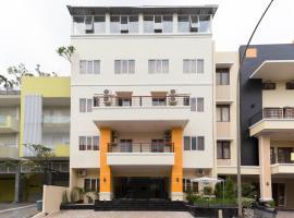 RedDoorz Plus @ Boulevard Residence BSD, homestay in Tangerang