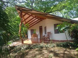 Cabañas Cañas Castilla, hotel near Junquillal Bay Wildlife Refuge, La Cruz