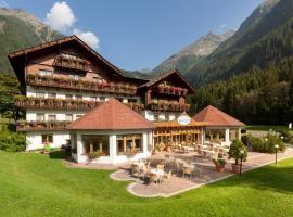 Alpenhotel Badmeister, hotel in Flattach