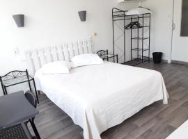 Au Nouvel Hôtel, hotel in Toulon