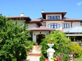 Dallas Residence, hotel near Palace of Culture and Sports, Varna City