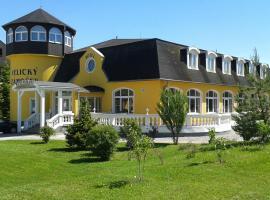 Garni Hotel Velický Zámoček, hotel near Black Stork Golf Club, Poprad