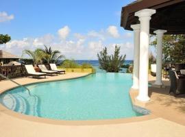 Alexanders Penthouse on the beach, villa in Ocho Rios
