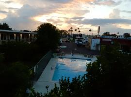 Fiesta Inn, hotel en McAllen
