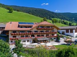 Hotel Schopfenhof, hotell i Innichen