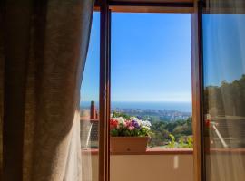 Villa Mareluna - Sea view and garden, holiday home in Salerno
