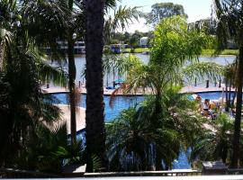 Cypress waterfront spa apartment, hotel in Mulwala
