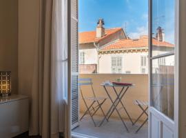 Spacious one bedroom - great location!, pet-friendly hotel in Cannes