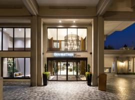 DoubleTree by Hilton Hotel & Suites Victoria, hotel near Point Ellice House, Victoria