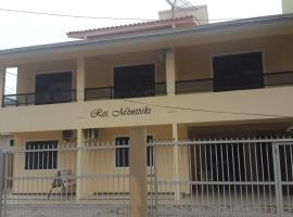 Residencial Montoski, hotel near Kat Schurmann Institut, Bombinhas