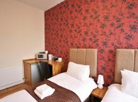 Central Studios Gloucester Place by Roomsbooked, hotel in Cheltenham