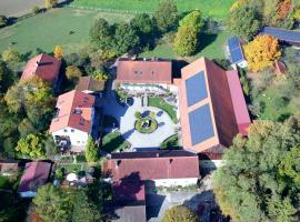 Ferienhaus Schwarz´n Hof, Hotel in Bad Griesbach im Rottal