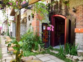 Hnam Chang Ngeh Hospitality training center, guest house, restaurant & bar, khách sạn ở Kon Tum