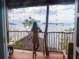 Hula Hoop Bungalows, beach hotel in Gili Gede