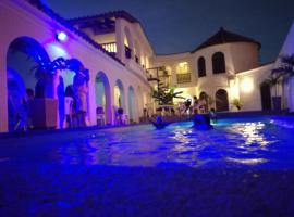 The Chill in Mansion Hostel Santa Marta, hostel in Santa Marta