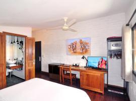 Rova Hotel, отель в Антананариву