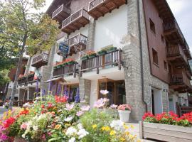 Residence Le Grand Chalet, hotel in Courmayeur