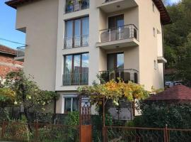 Guest Rooms Profirov, hotel with parking in Zlatograd