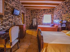 Hotel Rural Restaurante Mahoh, pet-friendly hotel in Villaverde