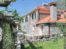 Dinis Country Cottage by OurMadeira, hotel en São Vicente