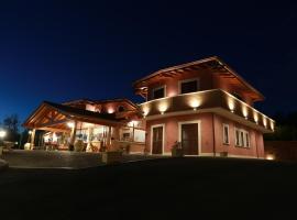 """Agriturismo ciociaro """" il colle """" HOTEL RISTORANTE, cottage a Ceprano"""