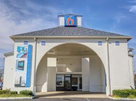 Motel 6-Dickson, TN, hotel in Dickson