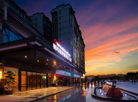 Swisstouches Guangzhou Hotel Residences, hotel with pools in Guangzhou