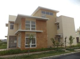 Tulip Serviced Villa, hotel with pools in Chennai