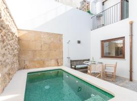 Townhouse on the rocks, hotel with parking in Pollença