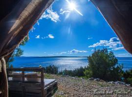 Cast Away - Eco Resort, hotel poblíž významného místa Grapčeva Cave, Zavala