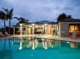 Luxury Waterfront Home, hotel near Robina Town Centre, Gold Coast