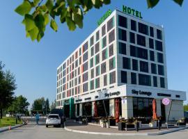 Skyport Hotel, hotel in Ob