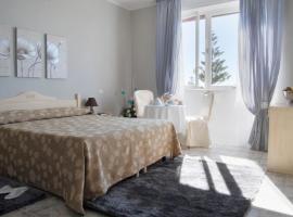 Hotel Mediterraneo, hotell i Roccella Ionica