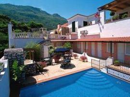 Hotel Il Nespolo, hotel in zona Porto di Ischia, Ischia