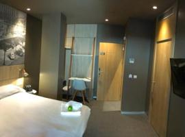Hotel Landaben, hotel in Pamplona