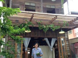 Baan Somlim Homestay., family hotel in Sukhothai