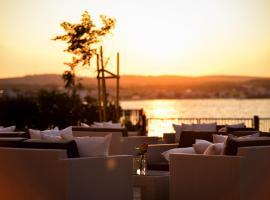 Sunset Deluxe Apartments, budget hotel in Vir