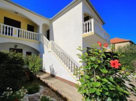 Apartment Zora, hotel near Zadar Bus station, Zadar