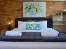 Sunseeker Motel, hotel near WetSide Water Education Park, Hervey Bay