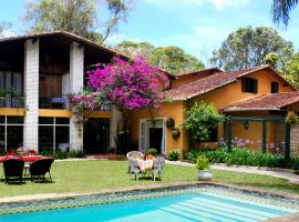 Pousada Villa Jambo, hotel with pools in Petrópolis