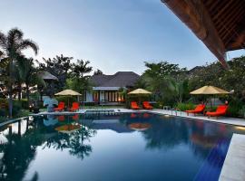 فيلا لورانج بالي، فندق في كيراماس