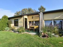 Gorgeous Holiday Home in Lutten Klein near the Sea, hotel in Rostock