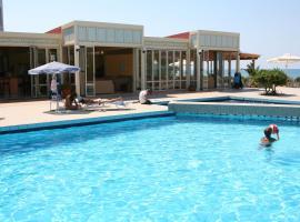 Hotel Kathrin Beach, отель в городе Аделианос-Кампос